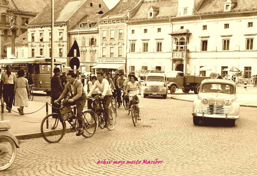 Plenty of cyclists on Maribor's main square, 1961.